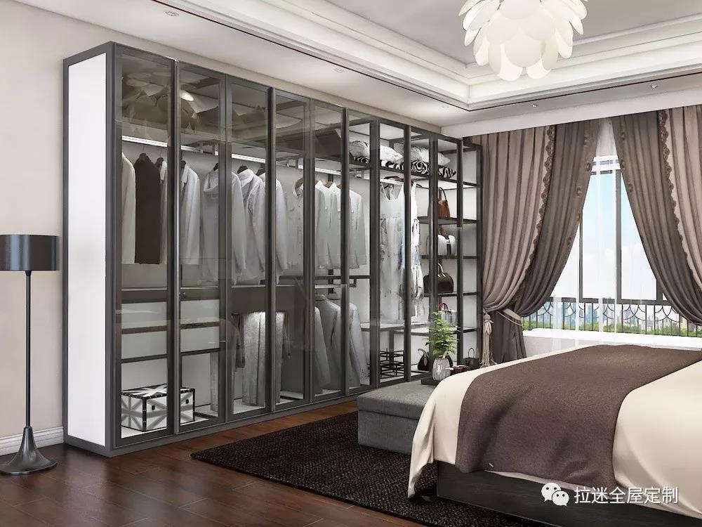 玻璃门定制衣柜,瞬间让卧室的档次变得高端起来!